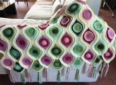 Plaid Crochet, Crochet Art, Free Crochet, Crochet Borders, Crochet Blanket Patterns, Crochet Cushions, Crochet Blankets, Peacock Pattern, Crochet Girls