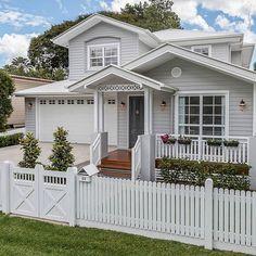 54 Super Ideas For Exterior House Trim Window Casing Hamptons Style Homes, Hamptons House, Casas California, House Trim, Exterior Paint Colors For House, Grey Exterior Houses, Exterior Doors, Grey Houses, Facade House