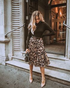 Black blouse and leo printed midi skirt - Midi Skirts - Ideas of Midi Skirts- Blusa negra y falda midi leo estampada. Black blouse and leo printed midi skirt - Midi Skirts - Ideas of Midi Skirts- Blusa negra y falda midi leo estampada. Combat Boots Dress, Dress With Boots, Women's Boots, Snow Boots, Heeled Boots, Ankle Boots, Skirt Boots, Work Fashion, Modest Fashion