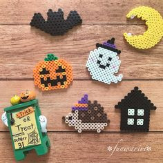 Easy and Cheap Halloween Decoration Ideas On a Bud Melt Beads Patterns, Easy Perler Bead Patterns, Perler Bead Templates, Diy Perler Beads, Perler Bead Art, Beading Patterns, Scarf Patterns, Hama Beads Halloween, Pixel Art