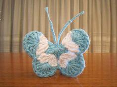 Mariposas escarapela Argentina Crochet Butterfly, Crochet Mandala, Butterfly Pattern, Crochet Motif, Flower Patterns, Knit Crochet, Diy And Crafts, Arts And Crafts, Art And Craft Design