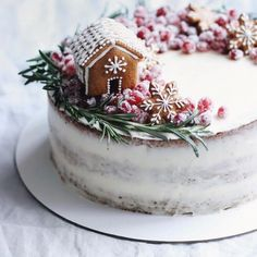 78 Classic Christmas Cake Decorating Ideas - chic better Make sure you check out each of the cake ideas below. And get inspired and get some great ideas for your Christmas cake decorating ideas. Christmas Cake Decorations, Christmas Sweets, Christmas Cooking, Christmas Gingerbread, Noel Christmas, Christmas Goodies, Christmas Cakes, Xmas, Christmas Donuts
