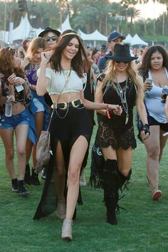 Kendall Jenner parties with Fergie and Hailey Baldwin at Coachella Fergie has over two decades on Kendall Jenner and Hailey Baldwin. Coachella Festival, Music Festival Hair, Music Festival Outfits, Festival Fashion, Festival Makeup, Khloe Kardashian, Kardashian Kollection, Robert Kardashian, Hailey Baldwin