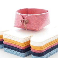 Jewelry organizer w. leather details, bedside tray, colorful bathroom storage solutions, wool felt nordic decor - Beautiful and simple Japanese inspired felt jewelry organizer with leather strap closure. Organization Ideas For The Home Diy, Jewelry Organization, Storage Ideas, Jewelry Storage, Diy Storage, Diy Jewelry To Sell, Diy Jewelry Unique, Jewelry Crafts, Bathroom Storage Solutions