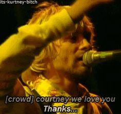 """Courtney, we love you!"" Kurt smiles, & says, ""Thanks."" [IM DYING]"