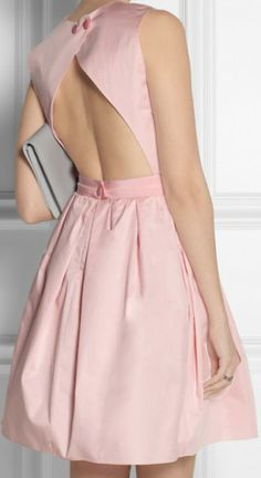 robe dos nu rose carven Plus Pink Fashion, Couture Fashion, Fashion Dresses, Little Dresses, Nice Dresses, Summer Dresses, Rosa Style, Couture Mode, Pink Outfits