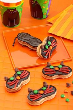 We have a feline you'll love these NUTTER BUTTER Black Cats Cookie recipe. Halloween party ideas brought to you by Evite in partnership with NABISCO #ad #GhostessParty