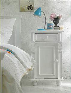 Kommode, 1 Schub, 1 Tür Süße kleine weiß gestrichene Kommode, perfekt neben dem Bett.