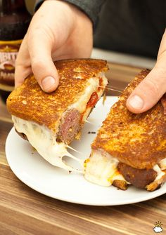 This Meatball Grilled Cheese Sandwich brings lunch to the next level. Meat, melted cheese, some sauce. a flavor in every bite Grill Cheese Sandwich Recipes, Grilled Sandwich, Soup And Sandwich, Sandwich Ideas, Good Food, Yummy Food, Wrap Sandwiches, Meatball Sandwiches, Dinner Dishes
