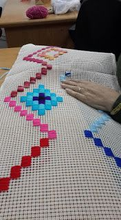 This post was discovered by De Bargello Needlepoint, Bargello Quilts, Bargello Patterns, Cross Stitch Borders, Cross Stitch Designs, Cross Stitching, Plastic Canvas Crafts, Plastic Canvas Patterns, Palacio Bargello