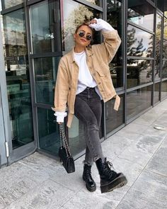 41 pretty winter outfits for street style to wear now - Amy Cute Casual Outfits, Cute Winter Outfits, Winter Fashion Outfits, Stylish Outfits, Fur Fashion, Ootd Winter, Women's Hipster Outfits, Outfit Winter, Fashion Ideas
