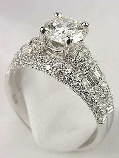 Antique Style Diamond Bridal Rings Set