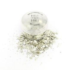 Glitter - Champagne Sparkles 3g Champagne Sparkles is a loose chunky glitter which can be applied to your body, face, hair, and nails.