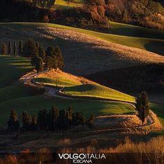 Chianni (PI) Foto di  @robertonencini  #chianni #toscana #italia #italy #volgotoscana #volgoitalia #turism #holiday #travel #instatravel #travelgram #turismo #italyturism #italytravel #italytour #travelingram #madeinitaly #iloveitaly #volgosocial #paesaggio #natura #campagna #strada #cipressi #panorama #nature #landscape #country #road #cypress by volgotoscana