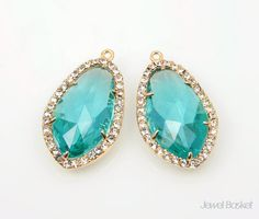 Blue Zircon Glass and Cubic Zirconia Framed Pendant in Gold / 14.5mm x 25.5mm / SBZG052-P (2pcs)  - High Polished Gold plated Frame (Tarnish Resistant) and Teardrop shape frame - Blue Zircon Color Glass and Cubic Zirconia - Brass, Glass and Cubic Zirconia / 14.5mm x 25.5mm  - 2pcs / 1pack