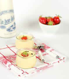 Crème stracciatella aux chocolats blanc et noir, fraises Mara des bois