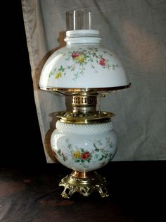 ANTIQUE FLORAL PARLOR / BANQUET OIL LAMP MATCHING SHADE AND BASE)