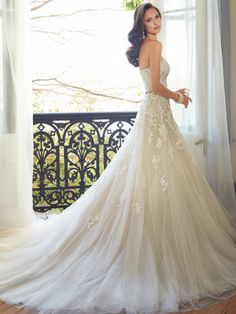 sweetheart tulle wedding gown with chapel train