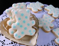 Cookie Decorating with step-by-step tutorials. Teddy Bear Cookies, Baby Cookies, Baby Shower Cookies, Sugar Cookies, Christening Cookies, Bunny And Bear, Royal Icing Decorations, Cookie Tutorials, Baking With Kids