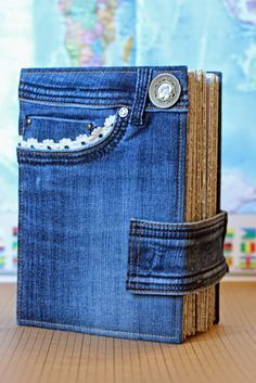 Denim Crafts Jean Crafts Bolsas Jeans Handmade Journals Handmade Books Recycled Denim Old Jeans Book Crafts Sewing Hacks Next Jeans, Love Jeans, Sewing Hacks, Sewing Projects, Sewing Tutorials, Artisanats Denim, Jean Diy, Fabric Book Covers, Recycling