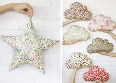 Liberty fabric. cojines con forma de estrella y nube