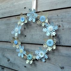 Button wreath in blue