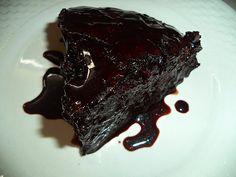 Πρόκειται για το Αμερικάνικο CRAZY CAKE Ησυνταγή είναι από : σε εκτέλεση της Σόφης Τσιώπου.