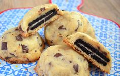 Can't choose between Oreos & chocolate chip cookies? These Oreo Stuffed Chocolate Chip Cookies will satisfy all your cookie cravings. Sweet Desserts, Cookie Desserts, Just Desserts, Sweet Recipes, Cookie Recipes, Delicious Desserts, Dessert Recipes, Yummy Food, Think Food