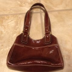 """✳️PRICE DROP✳️Liz Claiborne Patent Leather Handbag EUC Small Liz Claiborne brown patent leather handbag with outside pocket as well as two inside zipper pockets, a cell phone pocket and keys pocket! This purse measures 7"""" tall x 9 1/2"""" wide with 7"""" handles Liz Claiborne Bags"""