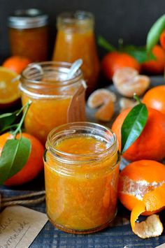 Clementine marmalade - a delicious homemade marmalade using clementines, great for Christmas gifts! (christmas desserts for kids to make xmas) Edible Christmas Gifts, Vegan Christmas, Edible Gifts, Noel Christmas, Christmas Desserts, Christmas Baking, Christmas Treats, Christmas Presents, Christmas Hamper Ideas Homemade