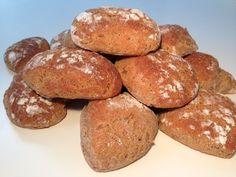 Rugboller – Gode madpakke boller Bread And Pastries, Waldorf Salat, Norwegian Food, Danish Food, Frisk, Bread Recipes, Healthy Living, Good Food, Food And Drink