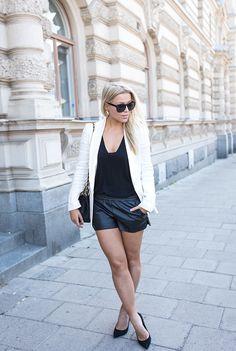 white blazer : H&M /  bag: Chanel / shoes : Topshop