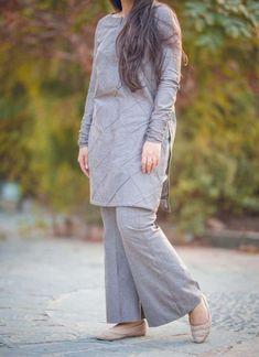 Stylish Dress Designs, Stylish Dresses For Girls, Designs For Dresses, Dress Neck Designs, Simple Pakistani Dresses, Pakistani Dress Design, Frock Fashion, Fashion Dresses, Hijab Fashion