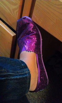 HECK YESSS!! MY PURPLE SPARKLY TOMS FINALLY ARRIVED!! LOOOOVE THEM!!!