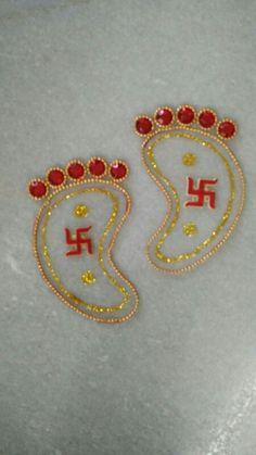 Laxmi ji ke paduka Diy Diwali Gifts, Diy Diwali Decorations, Diwali Craft, Festival Decorations, Rangoli Border Designs, Rangoli Designs Diwali, Mandir Decoration, Hobbies And Crafts, Arts And Crafts