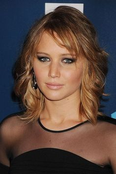 We love Jennifer' wavy bob so much we're seriously considering the chop...