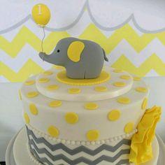 Elefante gris y amarillo