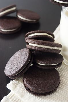 Selbstgemachte Oreos – Kaffee & Cupcakes Oreo, Cookies Subway, Food And Drink, Cupcakes, Sweets, Chocolate, Desserts, Products, Chocolate Candies