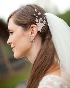 This bride made her own hairpiece and earrings--click for the details!