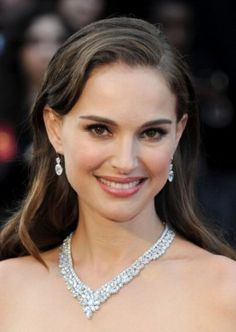 Natalie Portman has been described as one of the most eco-friendly celebrities. She has worked on a documentary about endangered gorillas, designed a vegan shoe line, and wears a recycled, conflict free engagement ring! Sarah Shahi, Kellan Lutz, Elizabeth Gillies, Jennette Mccurdy, Phoebe Tonkin, Celebrity Jewelry, Celebrity Look, Anna Kendrick, Nina Dobrev