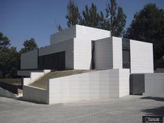 vivienda unifamiliar en madrid con paredes en piedra natural fsil jbernardos