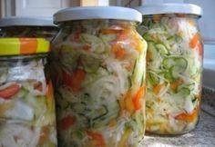 Csalamádé télire egyszerűen Pickling Cucumbers, Hungarian Recipes, Fermented Foods, A 17, Fresh Rolls, Soul Food, My Recipes, Food And Drink, Meals