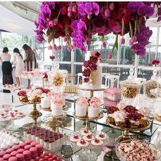 Mesa Linda  By @styled_by_coco  #festejarcomamor #noivado #bodas #miniwedding #weddingday #weddingideas #casamento #ideiasdecasamento #noivas #decoracaodecasamento #dicasdedecoracao #instadicas #dicasdefestas #guiadefestas #dicasdefesta #partyideas #kidspartyideas #minicake #cake #cakesideas #bolodecorado #bolopersonalizado #bolodefesta #mae_festeira by mae_festeira