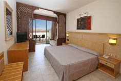 "Sandos Papagayo Beach Resort has 488 comfortable double rooms and junior suites decorated in a modern style without losing the traditional touch. Most rooms have ocean view or are located near ""Los Ajaches"". #Lanzarote www.sandos.com"