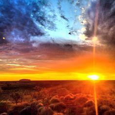 Early morning sunrise photo of Uluru.