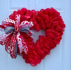Heart Wreath Tutorial, Tutorial for Wreath, How to Make a Heart Wreath, Deco Mesh Wreath, Bes. Diy Valentines Day Wreath, Valentines Day Decorations, Valentine Day Crafts, Valentines Robots, Printable Valentine, Homemade Valentines, Valentine Box, Valentine Ideas, Wreath Crafts