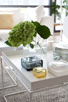Vitriini and Alvar Aalto Coffee Table Styling, Decorating Coffee Tables, Inside A House, Nordic Lights, Deco Floral, Scandinavian Home, Vases, Home Accessories, Glass Vase