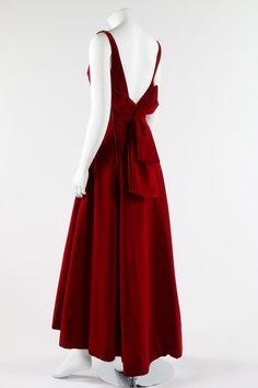 A Fontana Sisters burgundy velvet evening gown, early Velvet Evening Gown, Evening Dresses, Formal Dresses, 1960s Fashion, Urban Fashion, Vintage Fashion, Red Velvet Dress, Velvet Gown, Vintage Outfits