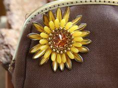 Gerbera as brooch. Pattern by Perle4U. The minibag is done by myself too.
