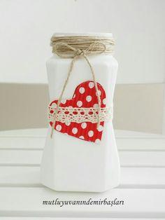 Aprovecha la llamativa forma de los frascos de café para crear prácticos organizadores, floreros, especieros o simples adornos que serán ...